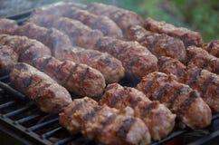 Mititei или mici, типичная румынская еда Стоковое Изображение