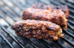 Mititei, romanian piec na grillu mięsne rolki Zdjęcia Stock