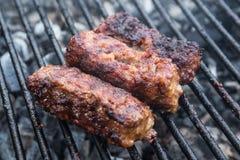 Mititei, romanian piec na grillu mięsne rolki Obrazy Stock