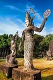 Mitologia i religijne statuy przy Wata Xieng Khuan Buddha parkiem Laos Obraz Stock