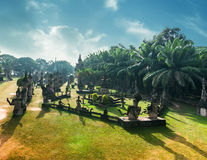 Mitologia i religijne statuy przy Wata Xieng Khuan Buddha parkiem Laos Fotografia Royalty Free