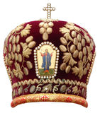 Mitra vermelha - headgear solene do bisho ortodoxo fotografia de stock