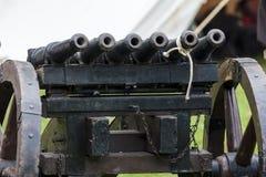 Mitrailleuse -包括一定数量的桶fi的中世纪枪 免版税库存照片