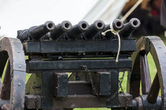 Mitrailleuse - medeltida vapen som består av ett antal trummor fi Royaltyfria Foton