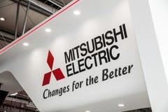 Mitsubishi Electric logotecken på utställningen ganska Cebit 2017 i Hannover Messe, Tyskland Arkivfoton