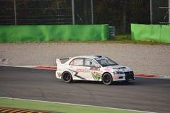 Mitsubishi Lancer Evo IX samlar bilen på Monza Arkivbilder
