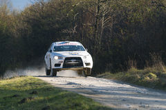 Mitsubishi Lancer Evo X konkurrerar på ettåriga växten samlar Galicia Royaltyfria Bilder