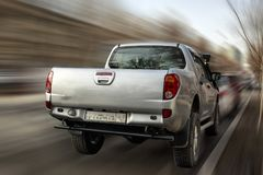 Mitsubishi srebra pickup obrazy stock