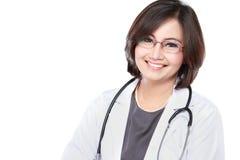 Mitt åldras kvinnlig doktor Arkivbild
