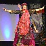 Mitt - östlig dansare royaltyfri foto