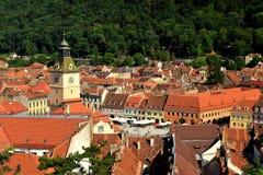 Mitt av den gamla kommunfullmäktigefyrkanten och Kronstädteren Altes Rathaus i Transylvania Rumänien arkivfoto