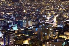 Mitt av La Paz i Bolivia på natten Arkivbilder