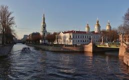Mitt av St Petersburg: Kryukov kanal Royaltyfria Bilder