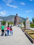 Mitt av världsmonumentet i Quito, Ecuador Arkivbild