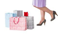 Mitt- avsnitt av kvinnan med shoppingpåsar Royaltyfria Foton