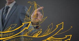 Mitt- avsnitt för affärsman som pekar bak gult fartygklotter mot grå bakgrund Royaltyfri Fotografi