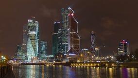 Mitt f?r aff?r f?r MoskvastadsMoskva internationell, Ryssland natt Timelapse stock video