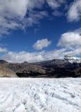 Mitt för Athabasca glaciärbesökare Arkivfoton