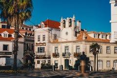 Mitt för Cascais stadstad i Portugal, i morgonen Royaltyfri Fotografi