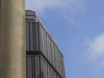 Mitt för shopping för Prague modern arkitekturdetalj Kotva Royaltyfri Fotografi