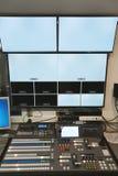 Mitt för TVstudiokontroll Arkivbilder