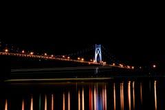 Mitt- Hudson bro med en pråmbortgång under Fotografering för Bildbyråer
