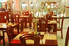 mitt inom restaurangshopping Arkivbild