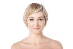 Mitt- kvinna med sund ren hud Royaltyfri Fotografi