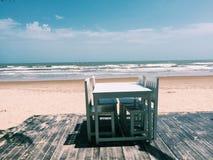 Mittagessen auf dem Strand Lizenzfreie Stockbilder