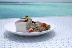 Mittagessen auf dem Strand Stockbilder