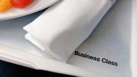 Mittagessen in der Business-Class an Bord der Flugzeuge Stockfotografie
