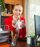 Mittagessen im Büro Lizenzfreie Stockfotos