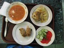 Mittagessen im Esszimmer stockfotos