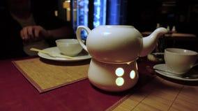 Mittagessen im japanischen Restaurant stock video footage