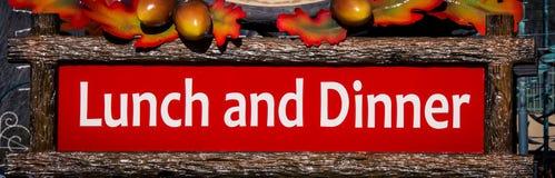 Mittagessen- und Abendessenzeichen lizenzfreies stockbild