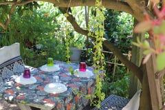 Mittagessengartentisch [Bauernhofsammlung] Stockfotos