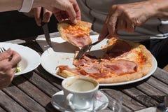 Mittagessenpizza aus Italien Stockfoto