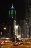 Mittbyggnadsskyskrapan i Hong Kong vid natt Arkivfoton