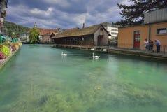 Mitte Aare Flussüberquerung von Thun-Stadt von der Schweiz Lizenzfreie Stockfotos