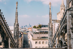 Mitte der Draufsicht Mailand-Stadt von der Dachhauptleitung Milan Cathedral Duo Lizenzfreie Stockfotografie