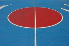 Mitte des Basketballplatzes. Stockfotografie
