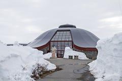 Mitte des nördlichen Polarkreises im Schnee Stockbild