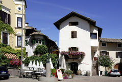 Mitte des Weindorfs von Girlan in Süd-Tirol Lizenzfreies Stockfoto