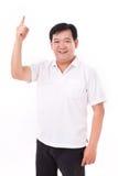 Mitte gealterter asiatischer Mann, der oben zeigt Lizenzfreies Stockbild