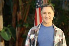 Mitte gealtertes amerikanisches Männerbildnis Stockbilder