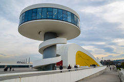 Mitte Oscar Niemeyer in Aviles Stockbilder