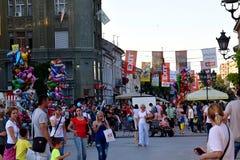 Mitte von Novi Sad und die Flaggen des Musikfestivals nehmen 2017 heraus Stockbild