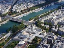 Mitte von Paris von den H?hen Ansicht vom Eiffelturm auf dem Fluss die Seine Moderne Architektur lizenzfreie stockfotos