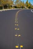 Mitte zeichnet Asphalt Roadway Lizenzfreie Stockfotografie