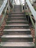 Mitteilung auf Treppenhaus im Holz Stockfoto